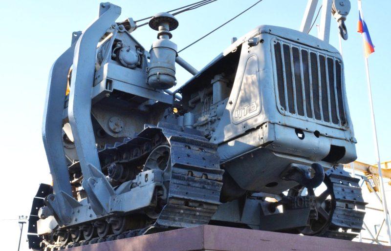 Старый трубоукладчик ЧТЗ на базе трактора